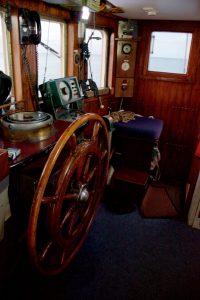 Meander stuurhut met navigatiemiddelen leren zeezeilen en navigeren